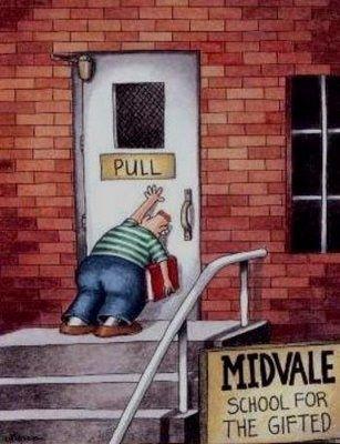 그림을 보여준 후 학생들에게 어떻게 하면 문을 열 수 있을까를 질문한다. 그림에서는 문에 Pull이라고 되어있기 때문에 문을 잡아당겨야 하지만 그림 속 남자는 문을 밀고 있다. 그렇다면 문을 열기 위해선 남자는 어떤 행동을 취해하는지 물음 .