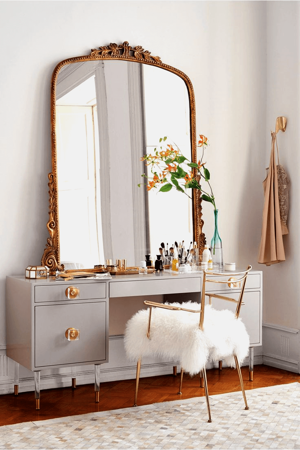 4 Popular Ideas For Makeup Vanity Mirror This One Example