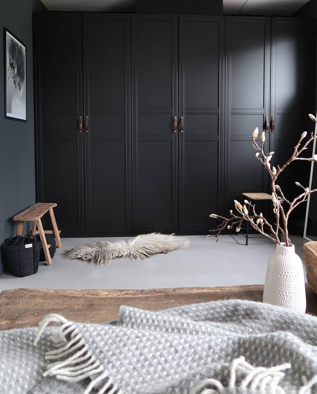 Zwarte Slaapkamer Kast.Ikea Hack Onze Zwarte Ikea Pax Kasten In Love With Our Ikea Pax