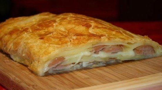 Фото к рецепту: Штрудель с картофелем и сосисками