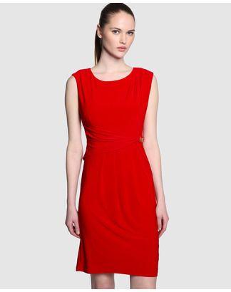 Vestido rojo drapeado sencillo de pliegues pequeños en hombro y