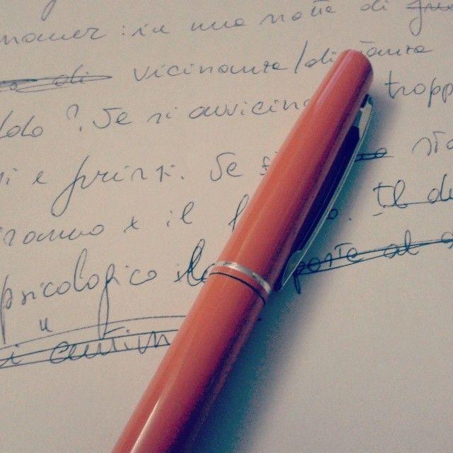 La verità è che nell'era tecnologica, i miei articoli li scrivo ancora a mano :)