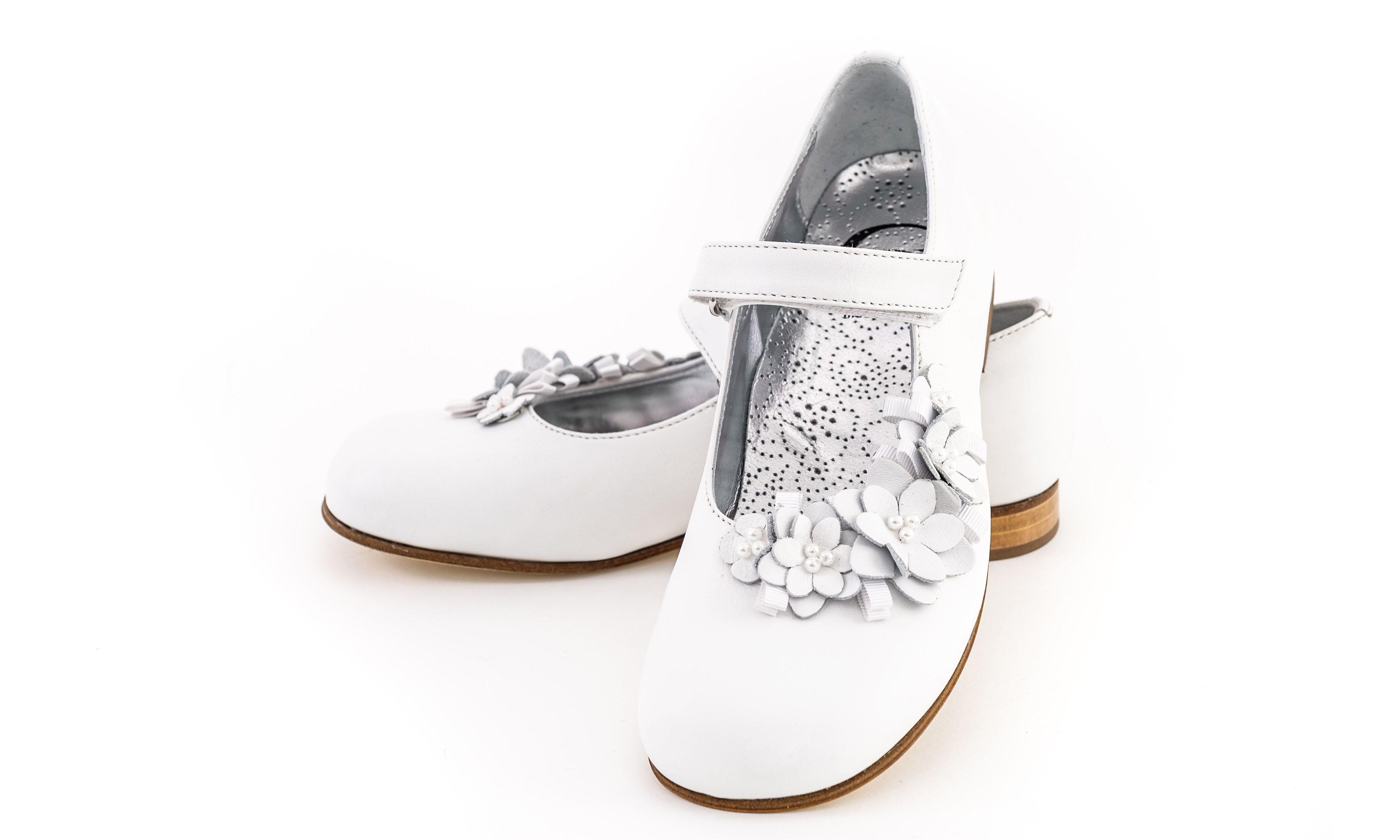 Buty Do Komunii Dla Dziewczynki Firmy Gallucci Do Nabycia W Sklepie Internetowym Celebrity Club Pl Gucci Mules Shoes Mule Shoe
