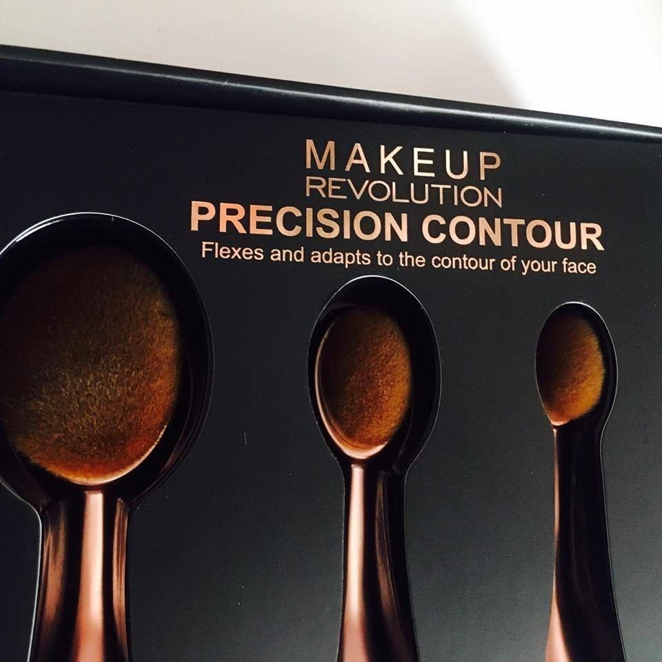 Contouring Oval Brush by precision #12