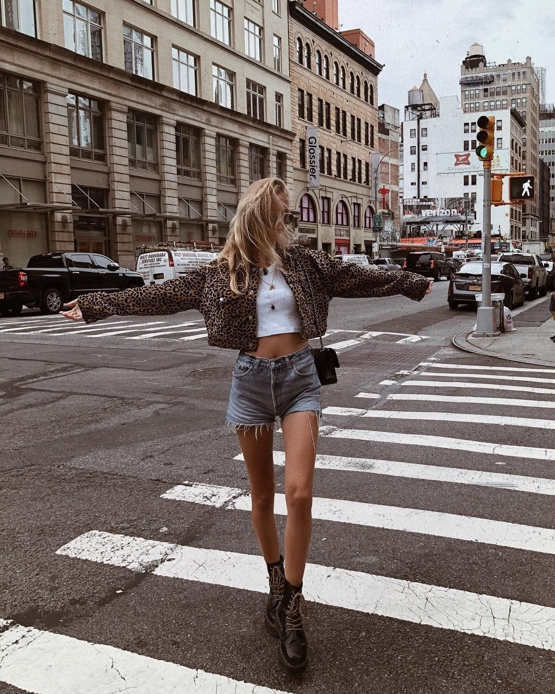 Re Done On Instagram Mvb In The Re Done Originals Leopard Cropped Jacket And The Re Done Levi S High Rise Short Shopredo Fashion Style Street Style
