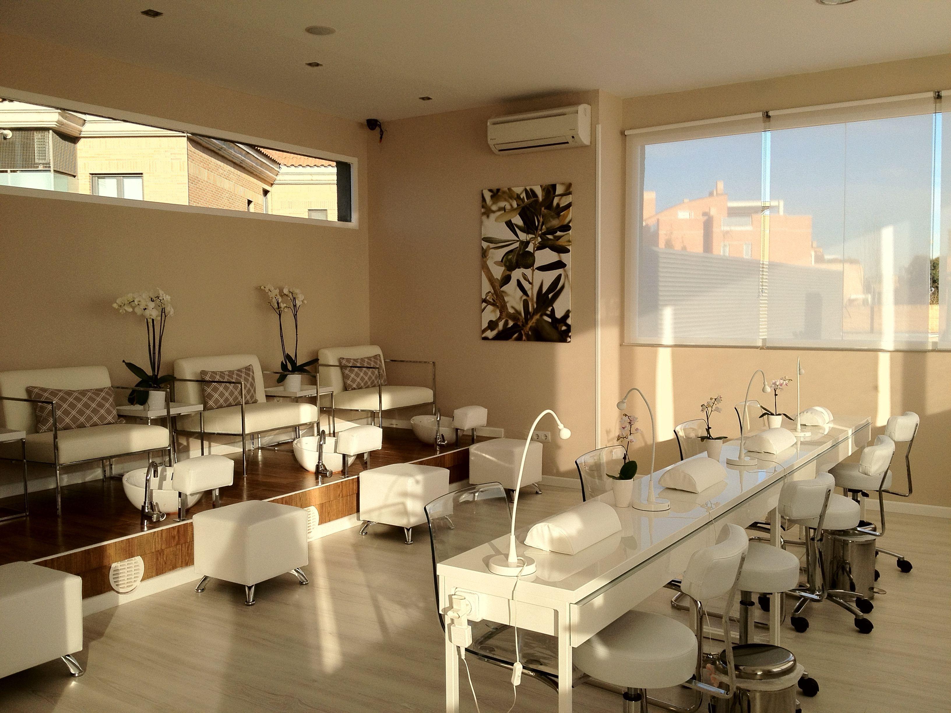 Pin de Diana Murcia en muebles de dos de uñas | Salon de ...
