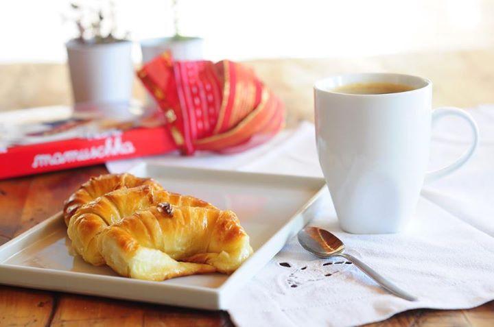 cafe con medialunas