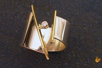 Anel em prata, ouro e diamante  Abril