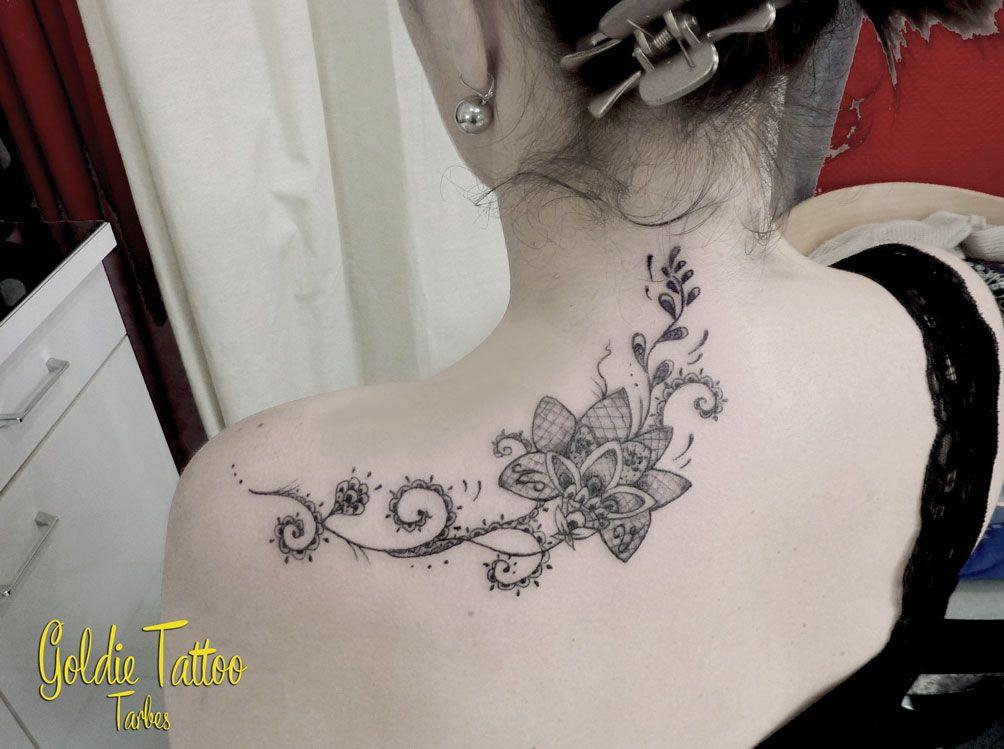 Pingl par estelle delumeau sur tatouage pinterest tatouages galerie et fleur - Tatouage femme sensuelle ...