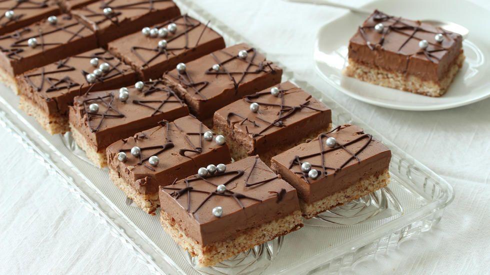 Sarah Liv Baking Cake