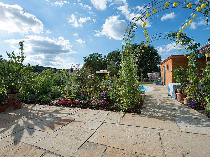 grès Yellow Mint terrasse et jardin fleuri | Terrasse ...