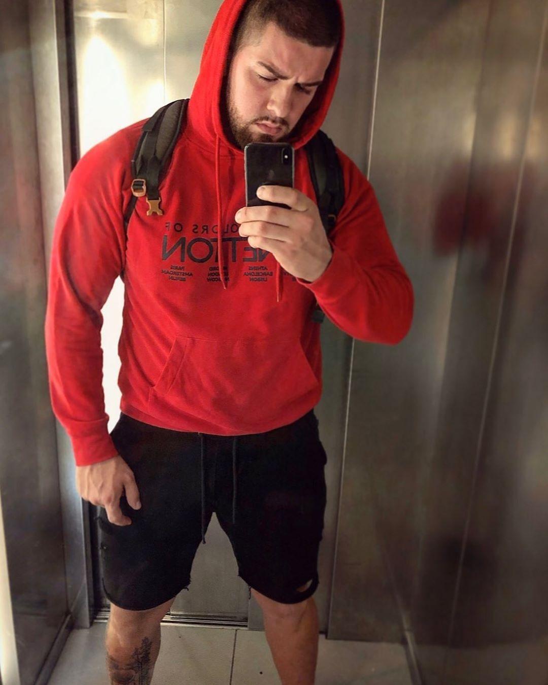 Úsměv za 3️⃣...2️⃣...1️⃣...🤨🤨 #goodevening #me #boy #czech #fitness #fitnessmo...