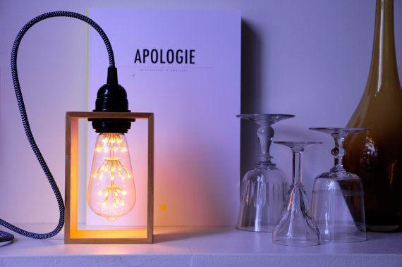 Lampe Posee Bamboo Par Ioz Made In France Une Ampoule Led Edison Encadre De Bambou Pour Un Halo Dambiance Edi Lampe Bocal Ampoules Edison Lampes D Epoque