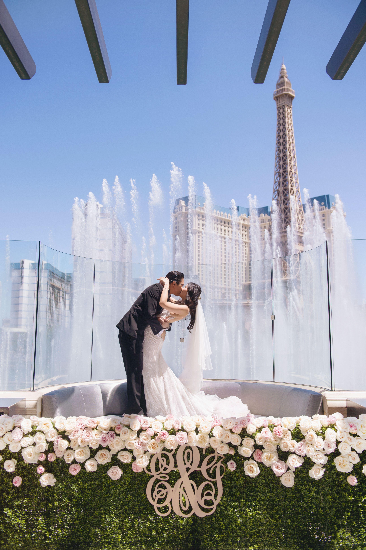 Stylish Modern Las Vegas Destination Wedding Las Vegas Wedding Photos Las Vegas Wedding Venue Las Vegas Wedding Chapel