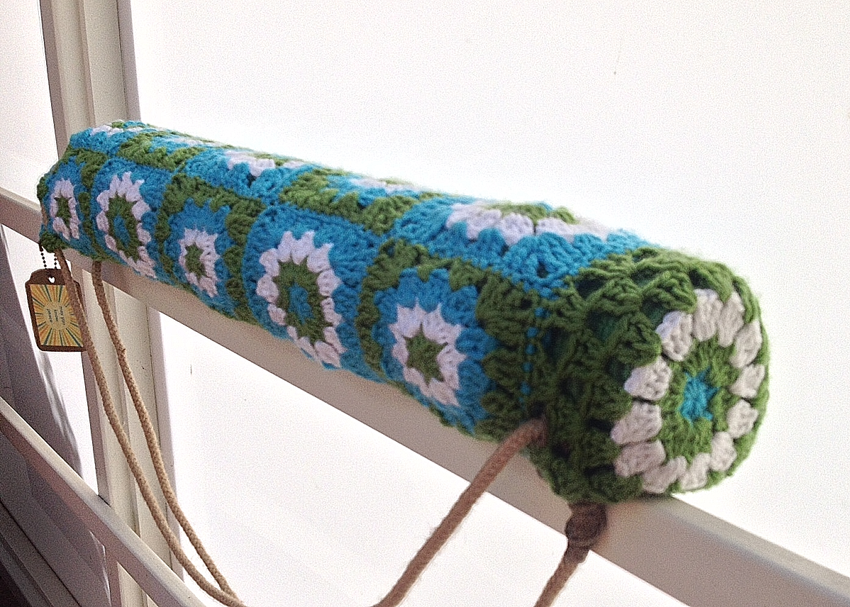 Green and blue Lizard Pose crochet yoga bag. | Yoga Mat Bag Crochet ...