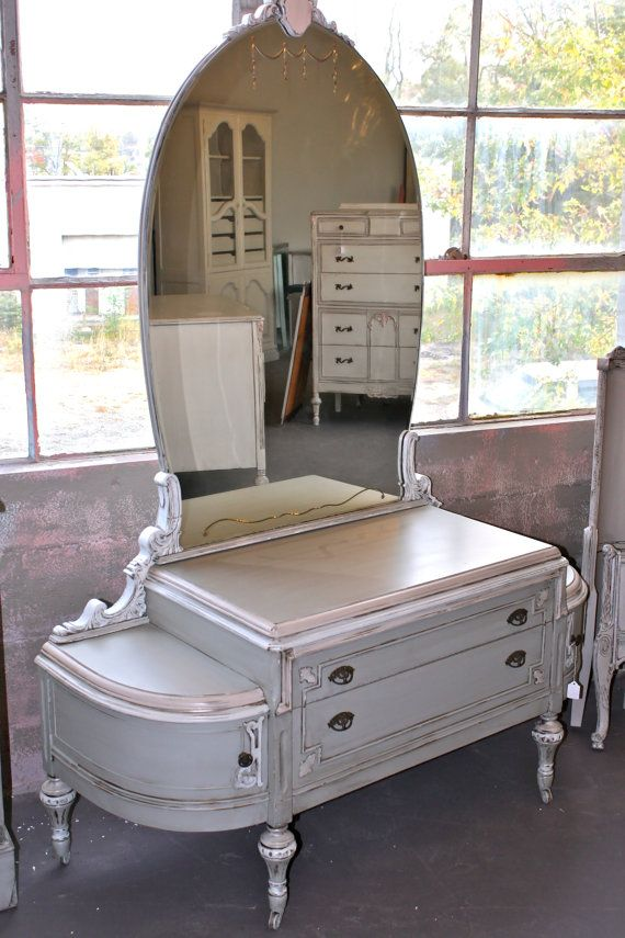 Early 1900s Ladies Vanity with Etched Glass Mirror ...