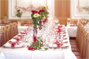 3 Cheap DIY Wedding Decorations With A Decor That Has A Lot Of Glass