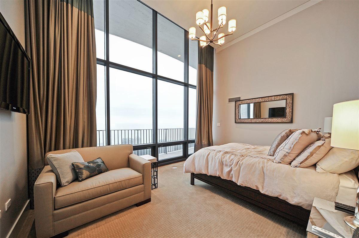 Luxury homes Aqua Tower Penthouse