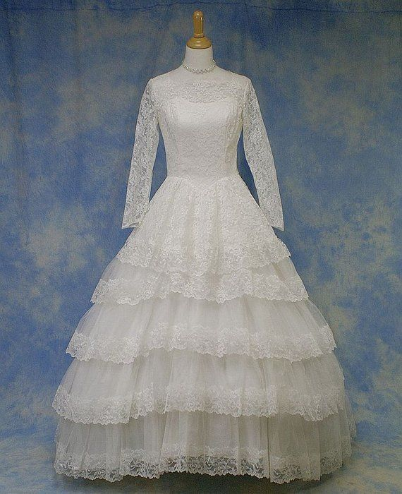Vintage Wedding Dresses Michigan: Vintage Lace Wedding Gown Dress, Full Tiered Skirt, Small