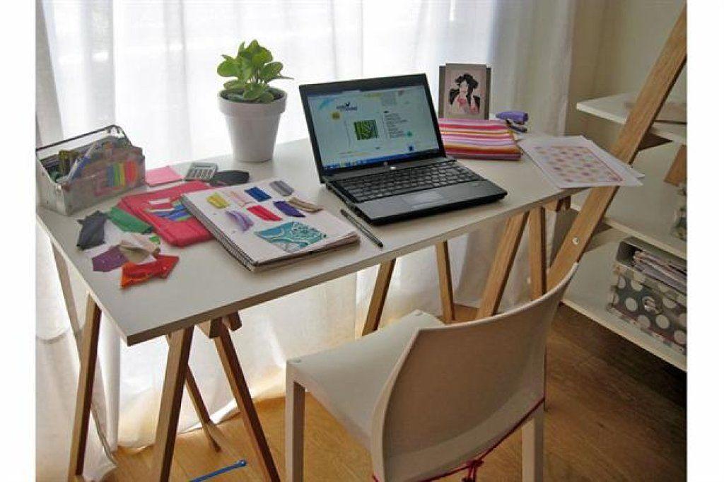 La mesa más improvisada: Tablero + caballetes