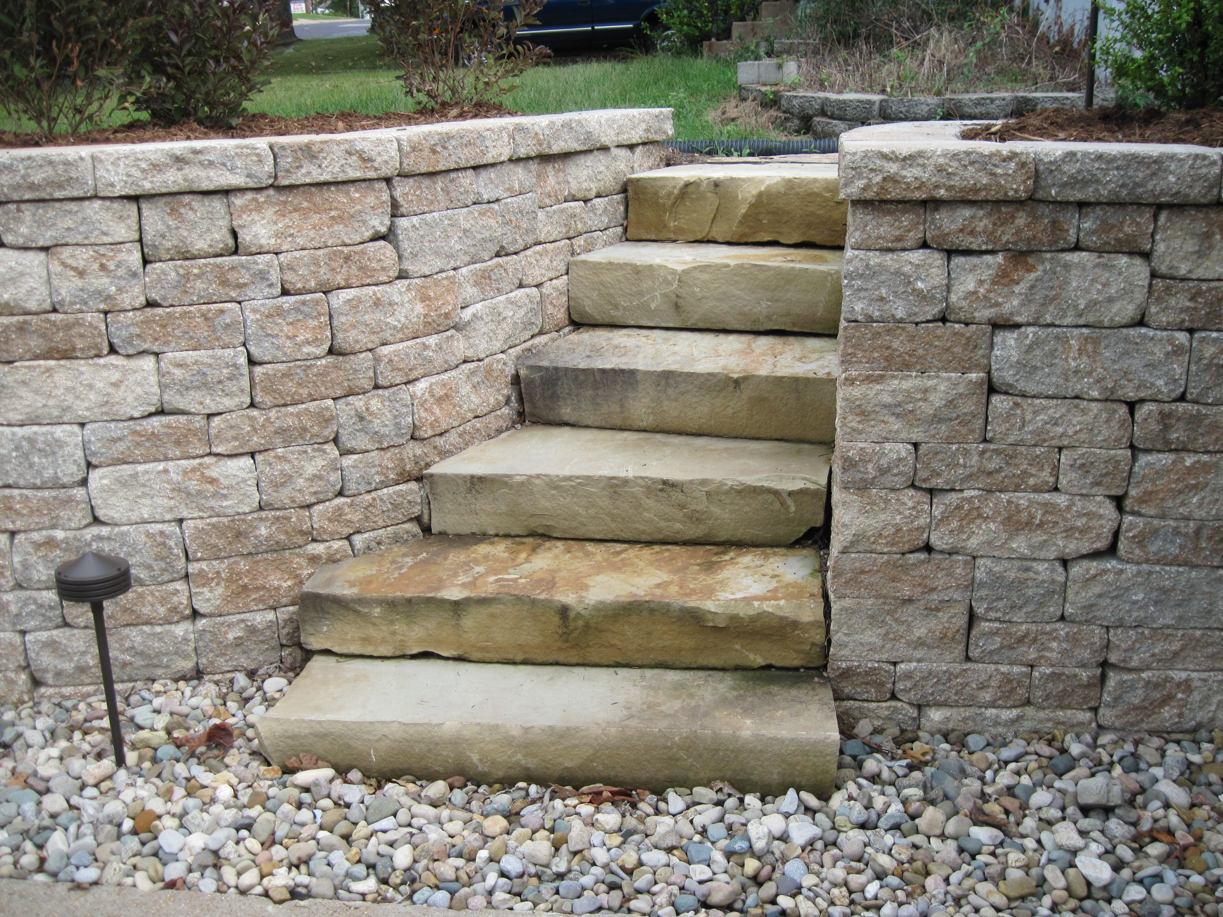 Natural stone steps wrapped by a tumbled block wall great - Escalones de piedra ...