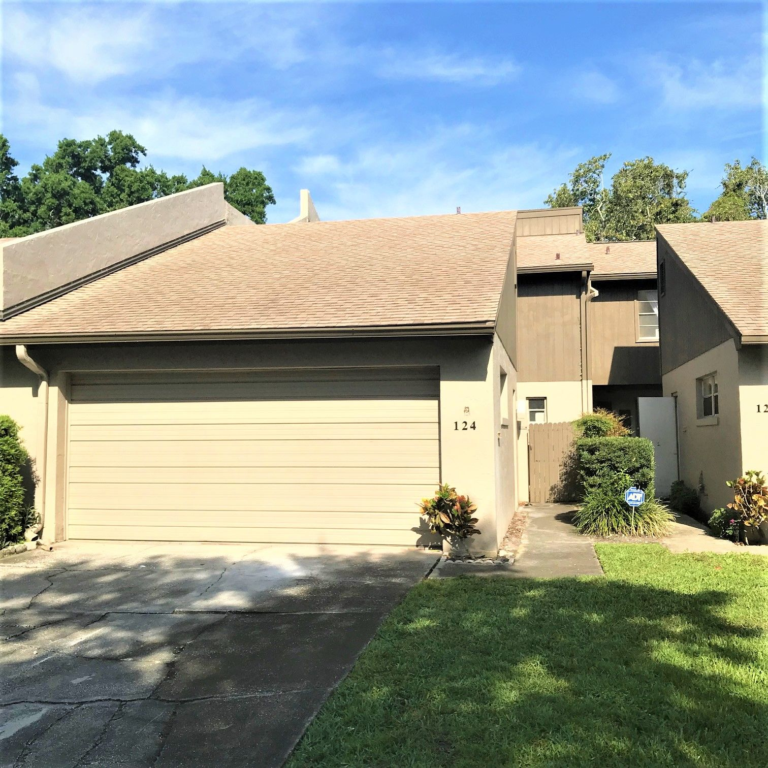 Orlando Townhome For Sale! 4 Bedrooms, 3 Baths Offered At