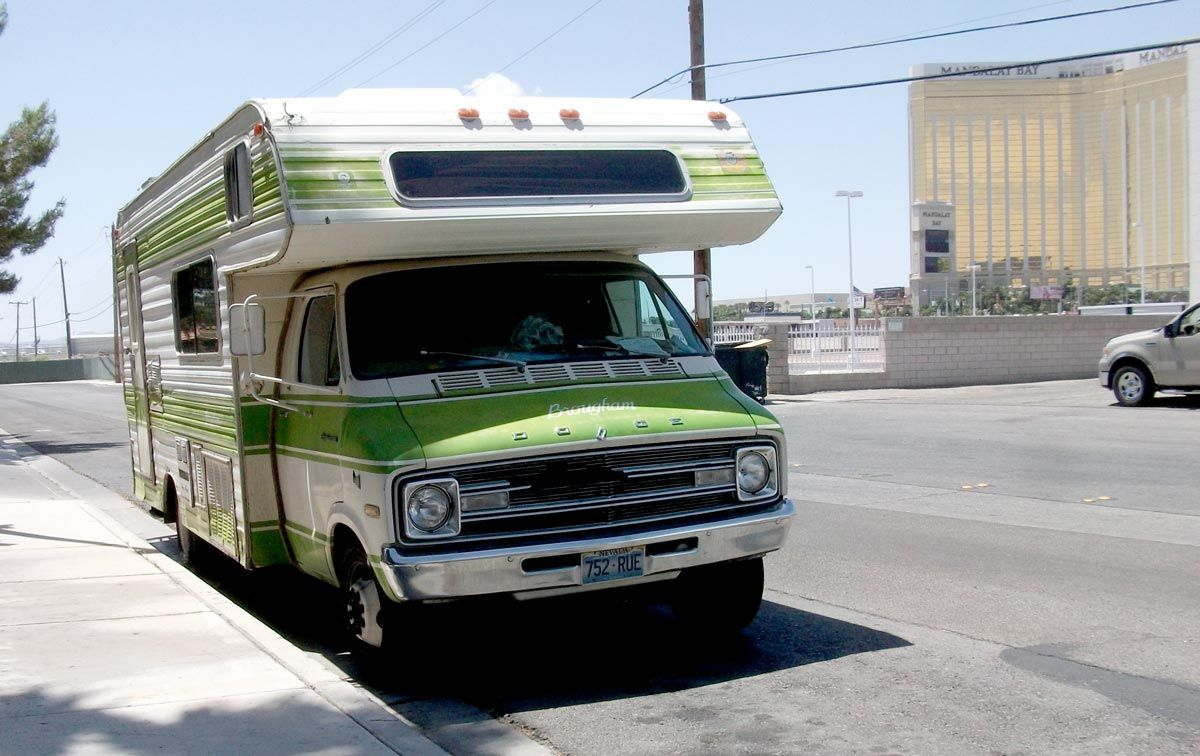 Vintage Class C motorhome! A good looking old Dodge Motorhome ...