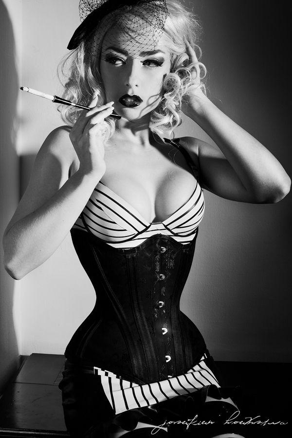 Diva fetish girl serena smoking
