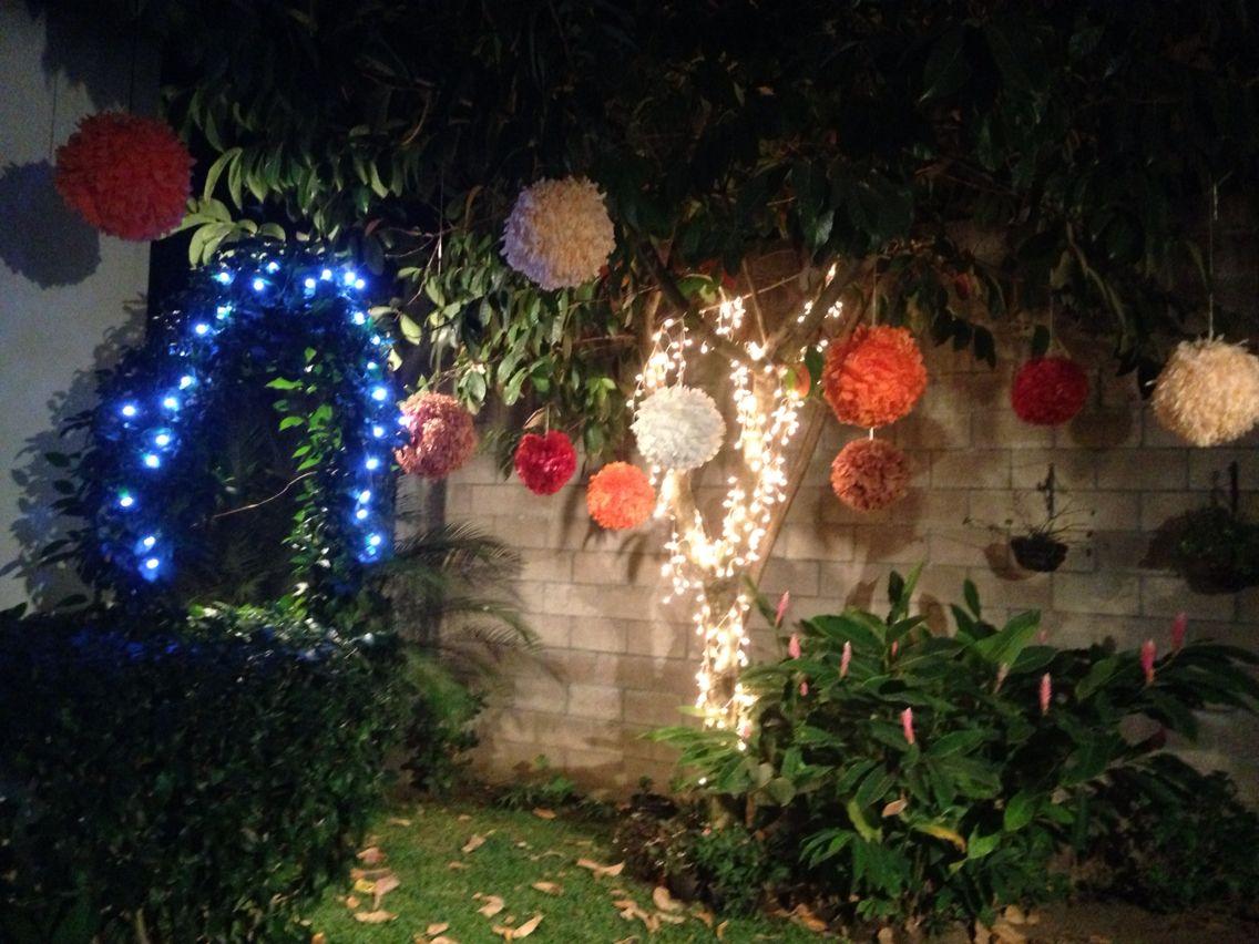 Decoración navideña usando Pompones y luces!