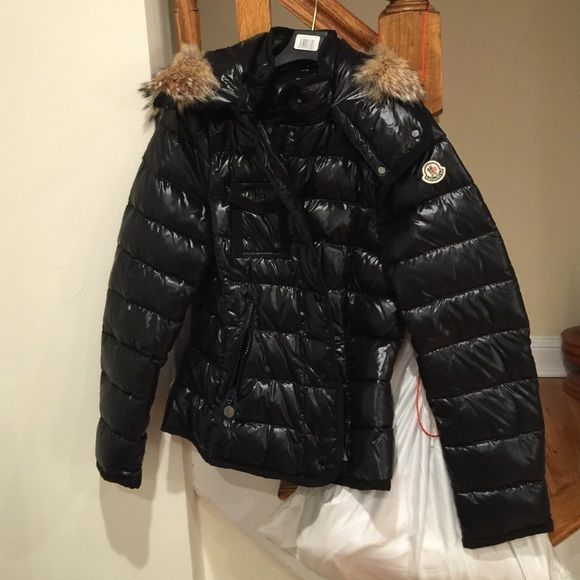 Moncler BRAND NEW Armoise coat this is the monicker short down jacket in black with all natural coyote fur hood trim. Never worn, size 5 which is a L. Hard ...