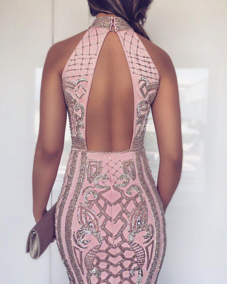 9c2f7125c O Dress Constance é feito com tecido e pedras importadas, todo bordado à  mão. O tecido contém elastano, que se adequa perfeitamente ao corpo.
