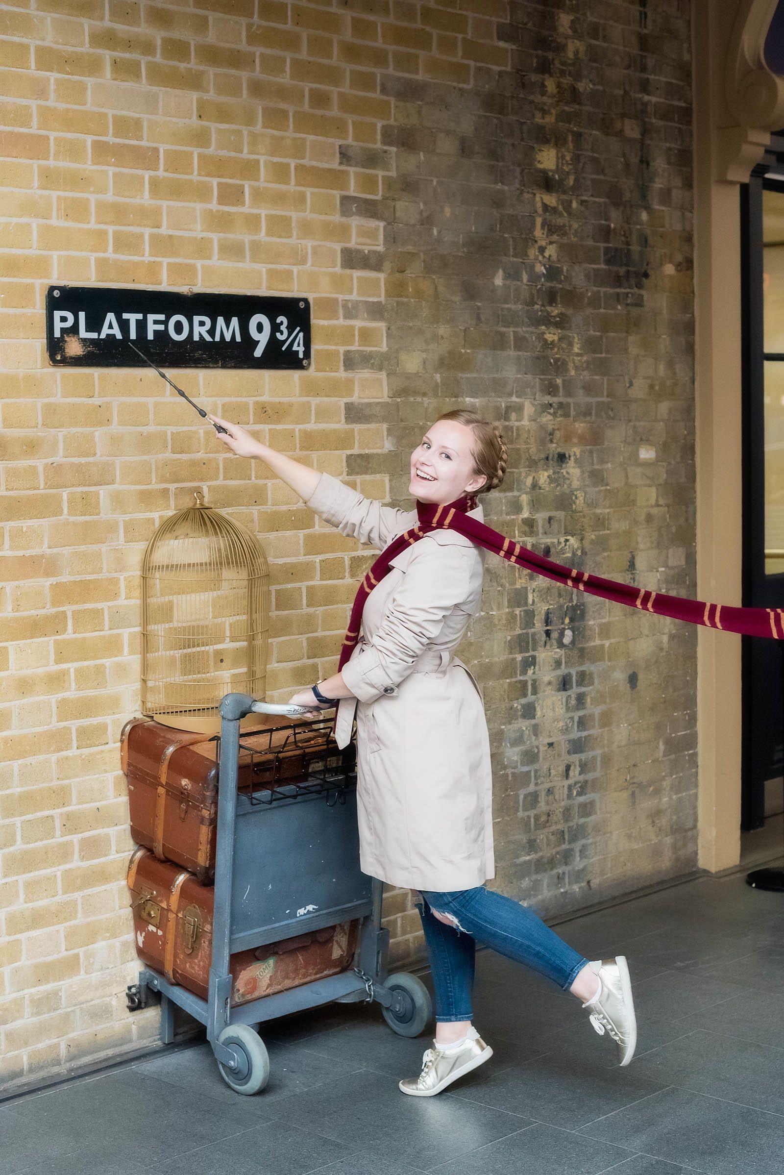 London Platform 9 3 4 Sed Bona Harry Potter Kings Cross Harry Potter London Kings Cross Station