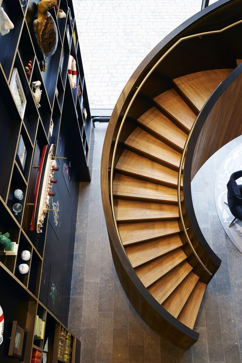 sweeping staircase  ..rh