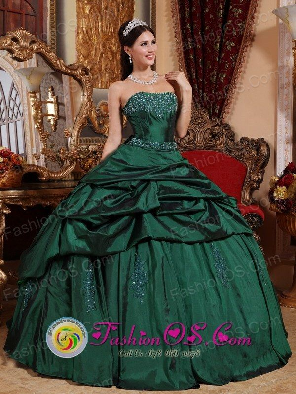 b89d84e1b0 Monsefu Peru Custom Made Emerald Green wholesale Quinceanera Dresses with  Beads and Pick-ups 2013 Strapless Style QDZY657FOR