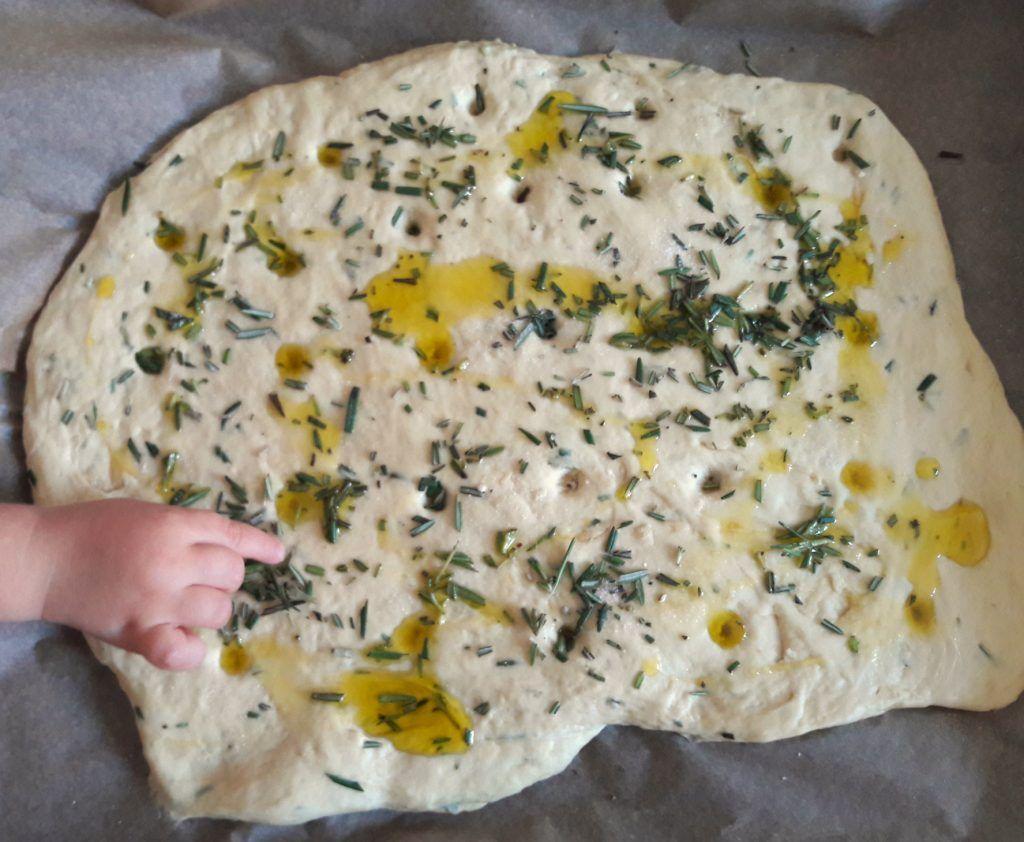 Rezept für veganes Focaccia mit Rosmarin und Olivenöl von The e/c way - Apfel Kuchen #oliveoils