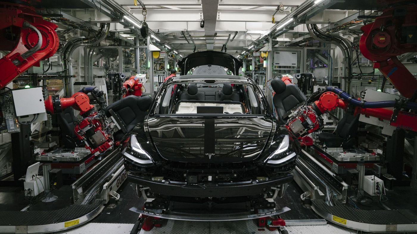 An expert dismantled a Tesla Model 3. He found poor design
