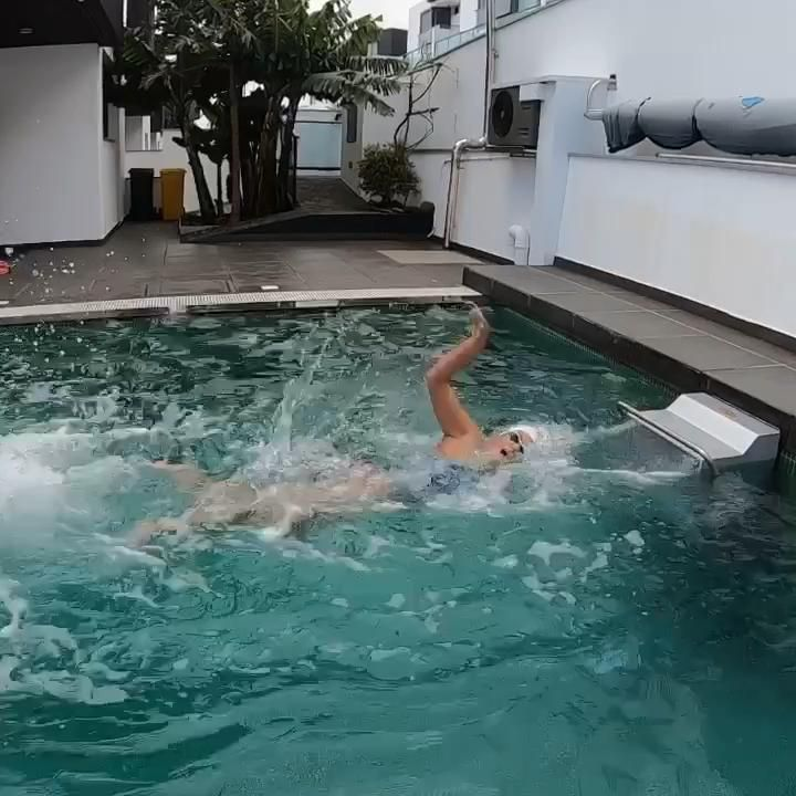 Not even the restrictions of the quarantine stop our ultramarathon swimmer, Mayra Santos from swimming in search of the new life goal! 🏊🏊♀️  ➡️ www.swim-together.com