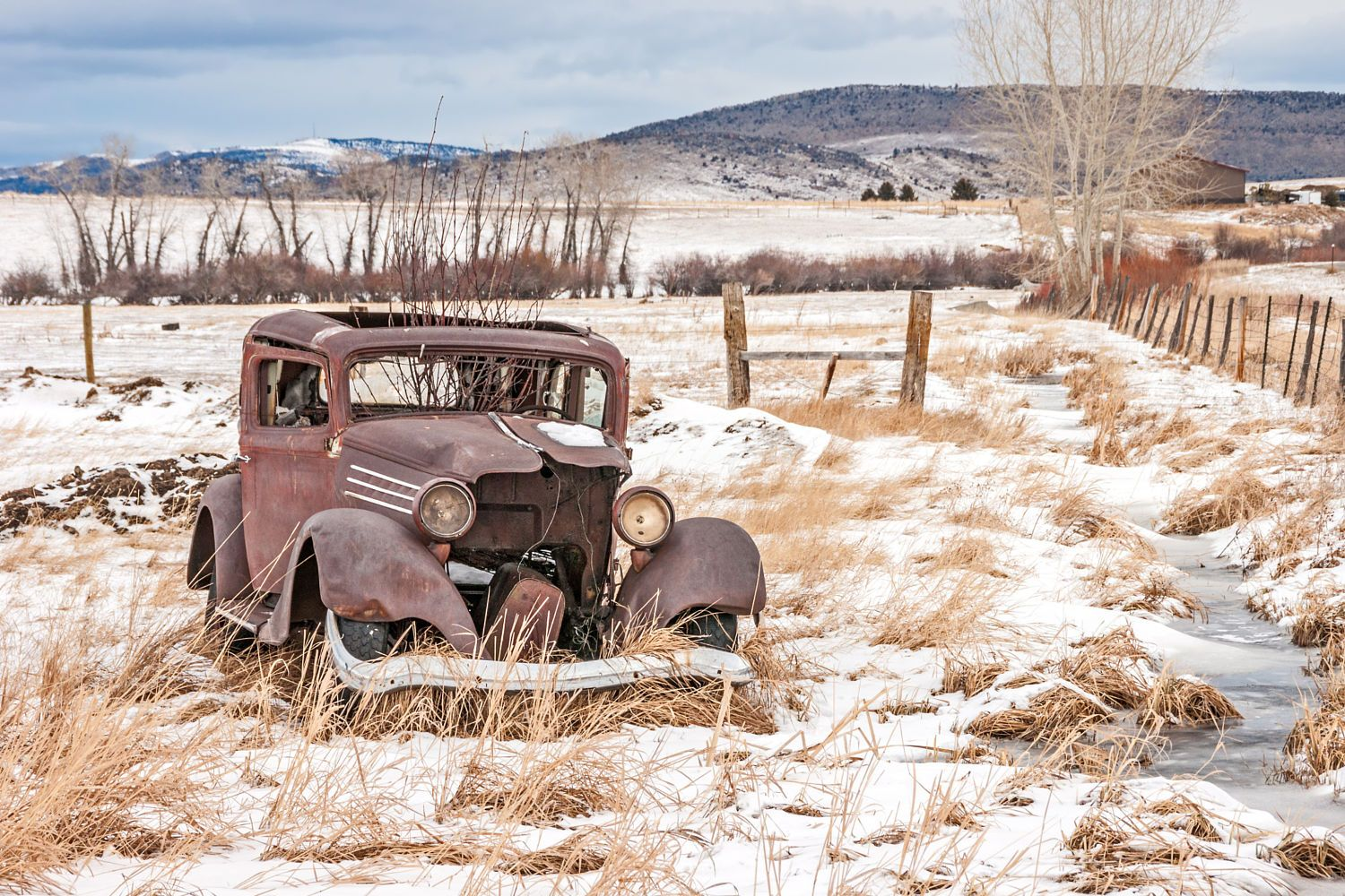 Rusty Vehicle Falling Apart in a Field by Sue Smith on 500px | old ...