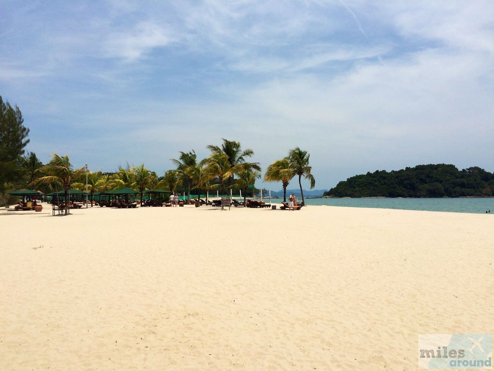 Strand des Berjaya Langkawi Resort - Check more at https://www.miles-around.de/hotel-reviews/berjaya-langkawi-resort/,  #Andaman #BerjayaLangkawiResort #Bewertung #Essen #Hotel #Langkawi #Malaysia #Meer #Ozean #Pool #Reisebericht #Strand #Urlaub