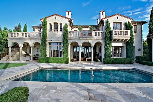 i dream to live in a big house with a pool