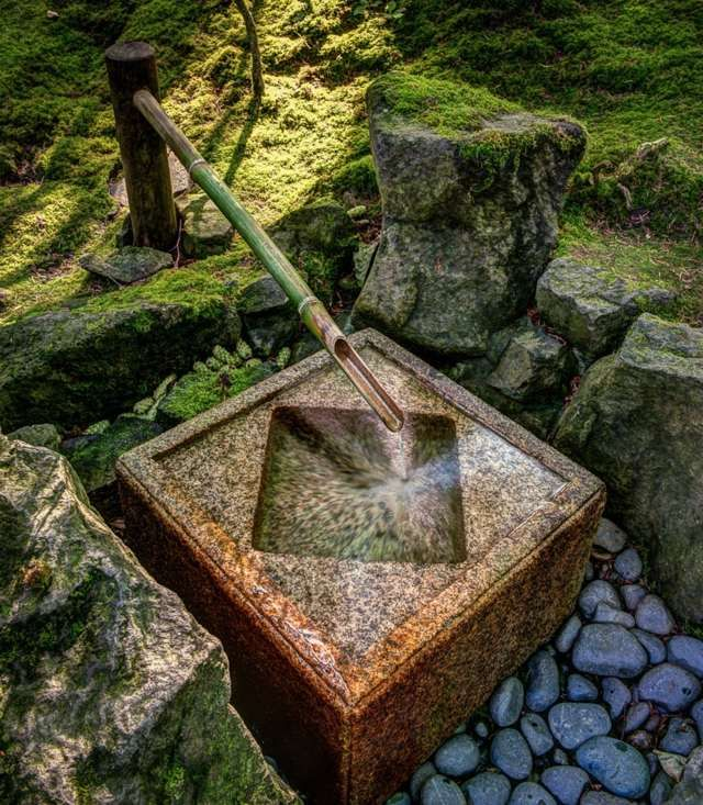 Gartenbrunnen Stein Bambus Deko Garten gestalten Ideen
