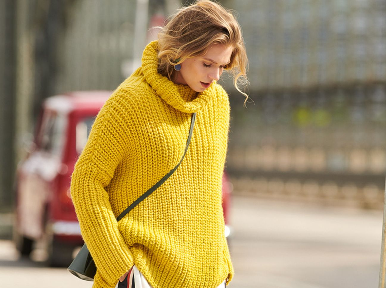 Photo of Strickanleitung: Gelber Rollkragenpullover im Oversized-Look | freundin.de