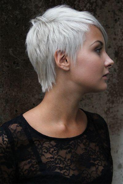 Coupe de cheveux courte frisee femme