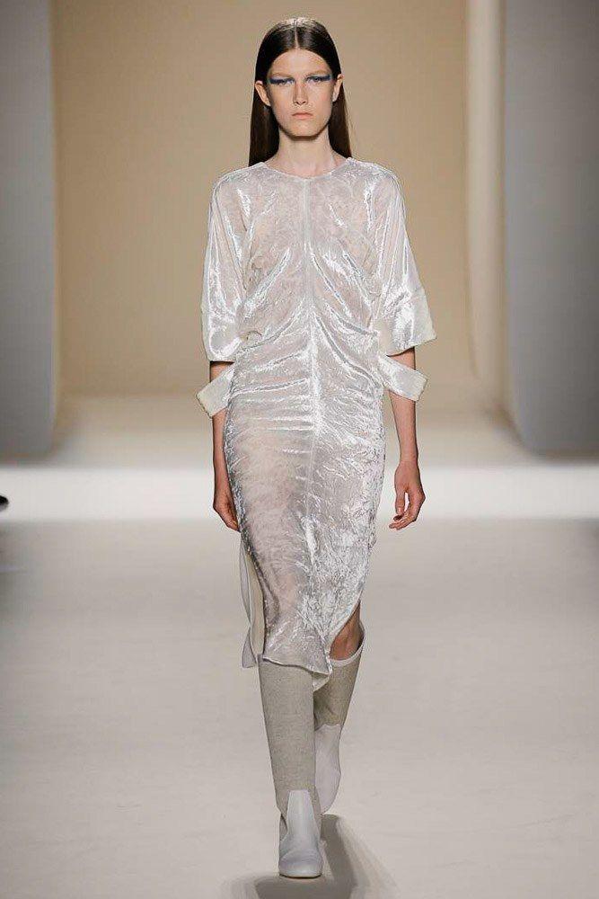 Victoria Beckham Spring 2017 Ready-to-Wear Fashion Show