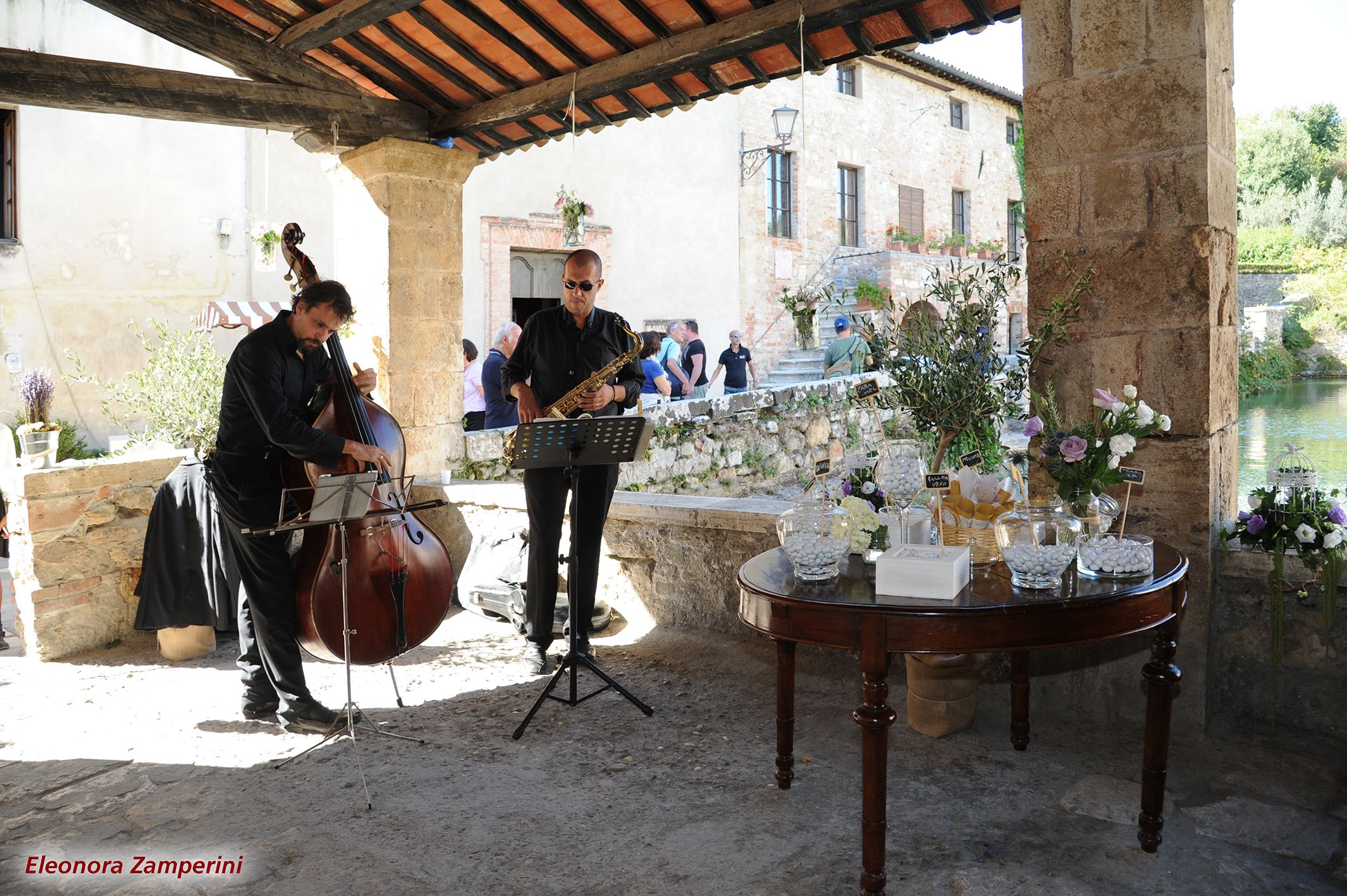 Under the Loggiato di Santa Caterina with musicians and sugared almonds.....  Sotto il loggiato di Santa Caterina con musica e confetti...  Wedding in Tuscany http://www.mytuscanweddings.com/