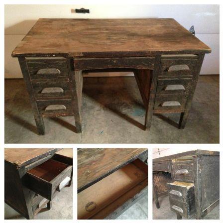 Philadelphia: Teachers School Desk By Indiana Desk Company HEAVYandAMAZING  Patina $200   Http:/