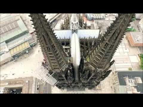 ケルン大聖堂の絶景写真画像 です ドイツの世界遺産 ゴシック様式の建築物としては世界最大級で高さ157m 1248年起工最終完成まで632年かかる 天めざし 石積み上げた 双塔 外見の威容 巨大で神秘 Kathedraal