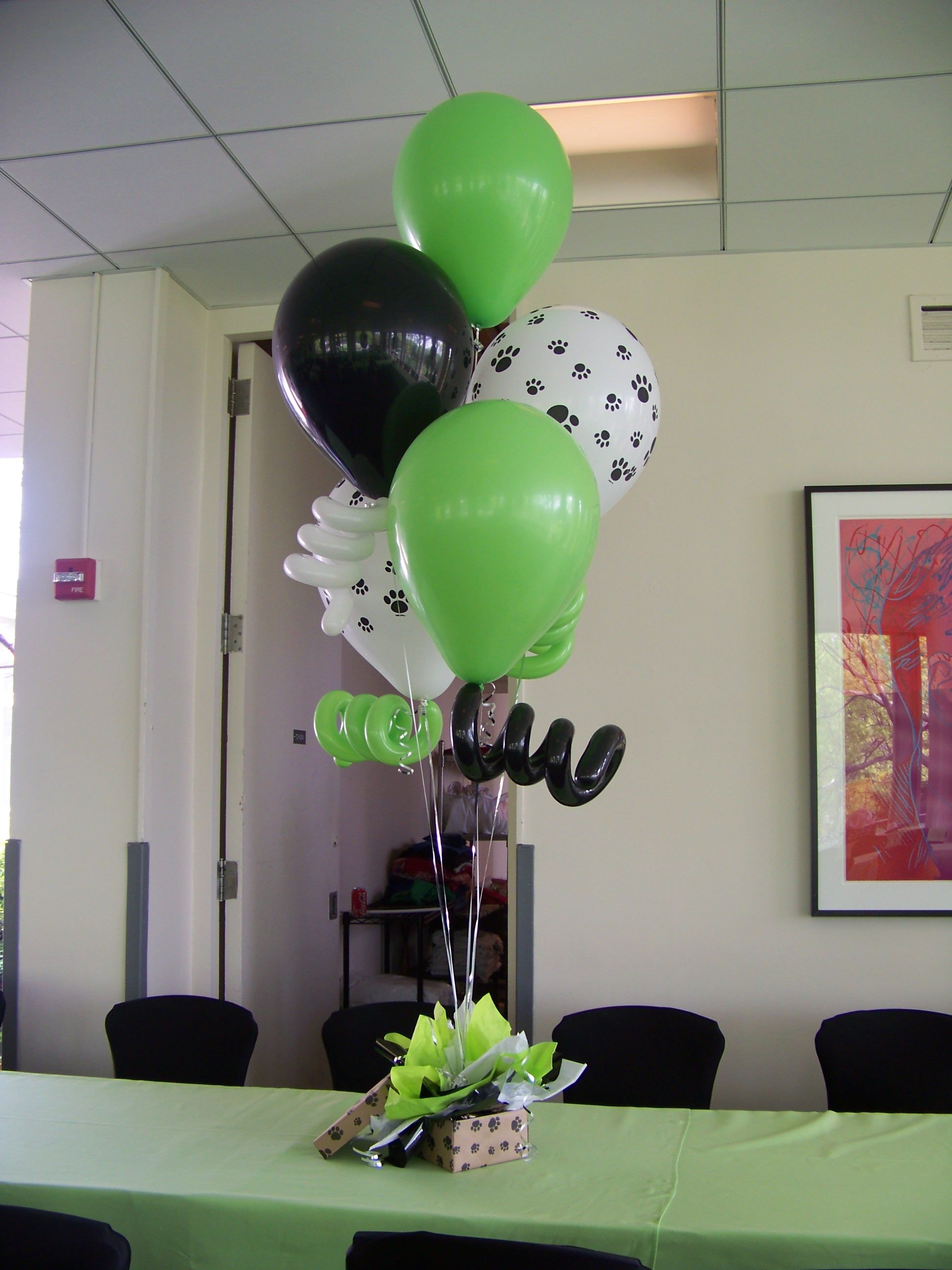 latex balloons with paw prints & curly balloons