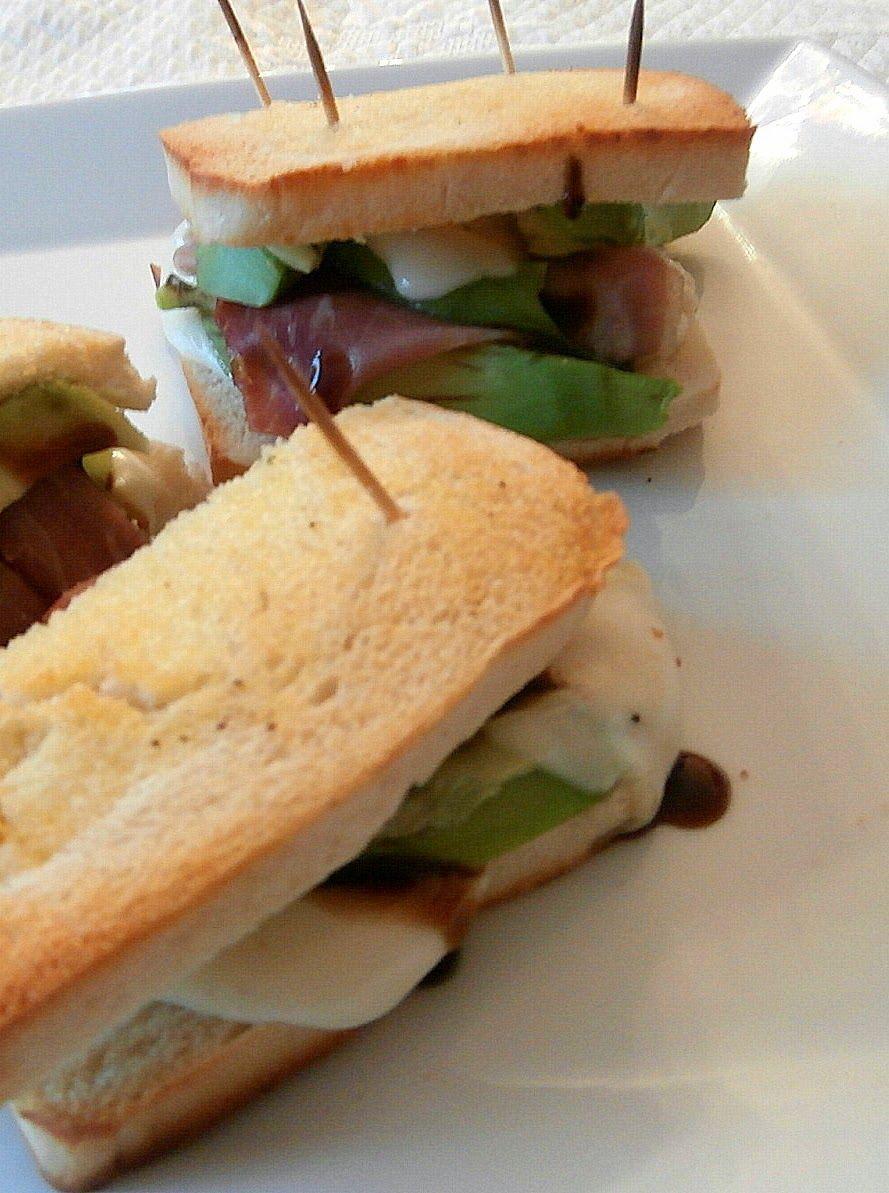 My Culinary Curriculum: Croque monsieur avocat, jambon cru, mozarella (Croque monsieur avocado, ham, mozarella)