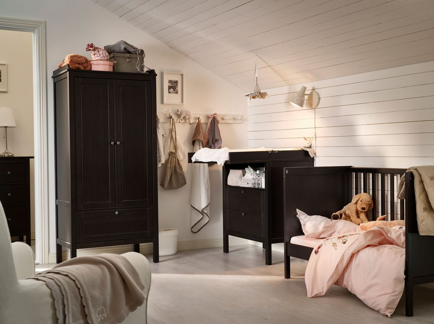 chambre b b des id es d co cosy b b. Black Bedroom Furniture Sets. Home Design Ideas